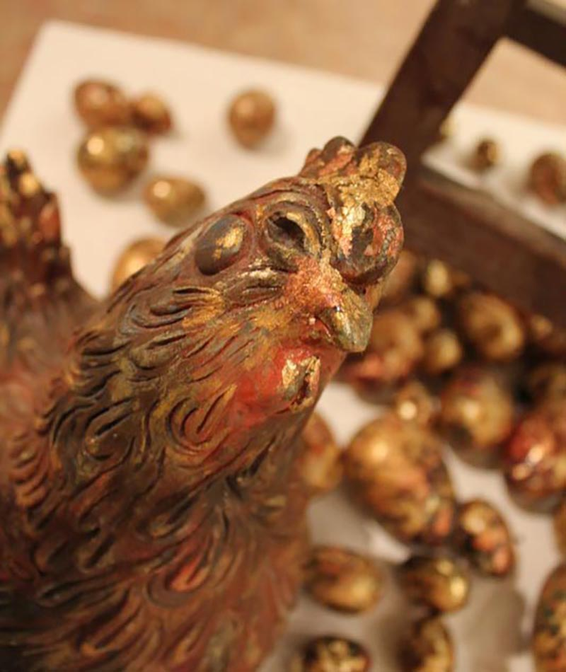 La gallina de los huevos de oro. oleo y poliretano.